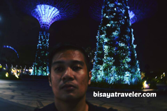 Exploring Singapore At Night Alone